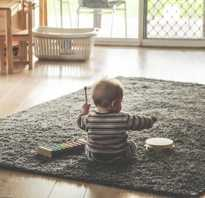 Во сколько месяцев дети начинают сидеть