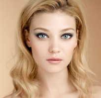 Модный макияж для блондинок с голубыми глазами.