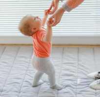 Если ребенок встает 6 месяцев. Когда можно ставить ребенка на ножки
